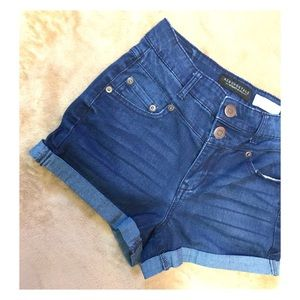 High waisted shorty! Double button NYC Aeropostale